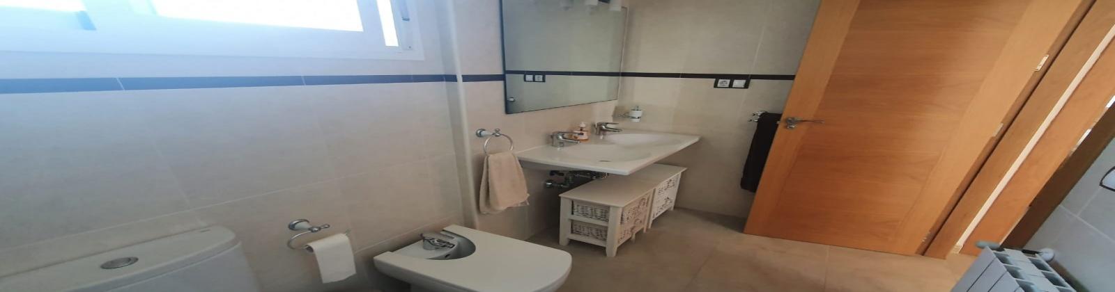 vivienda chalet 4 dormitorios venta con piscina en Torre Guil